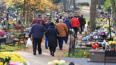 Pogrzeb na cmentarzu w Białymstoku w czasie pandemii koronawirusa.
