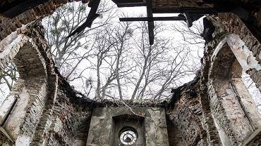 Ruiny cerkwi w Kniaziach na Roztoczu, które zagrały w 'Zimnej wojnie' Pawła Pawlikowskiego