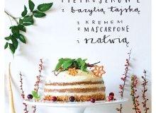Korzenne ciasto pietruszkowe z bazylią tajską i kremem z mascarpone i z szałwią - ugotuj