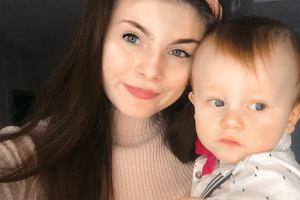 """Gdy miała 15 lat, oddała synka do adopcji. Teraz dzieli się swoją historią. """"To było niezwykle trudne"""""""