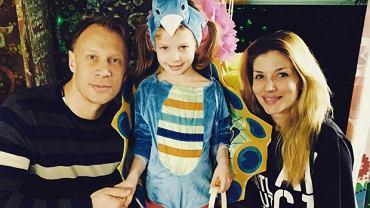Izabella Łukomska-Pyżalska i Jakub Pyżalski z rodziną