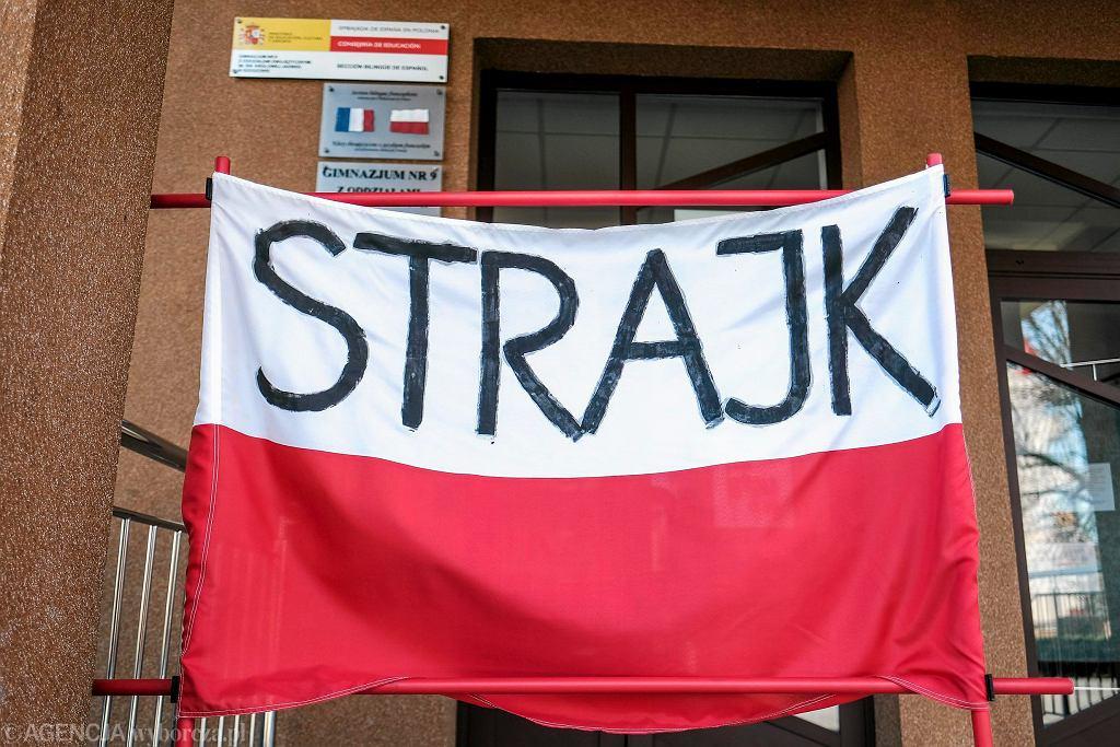 Strajk nauczycieli. Kolejny związek zawodowy organizuje referendum