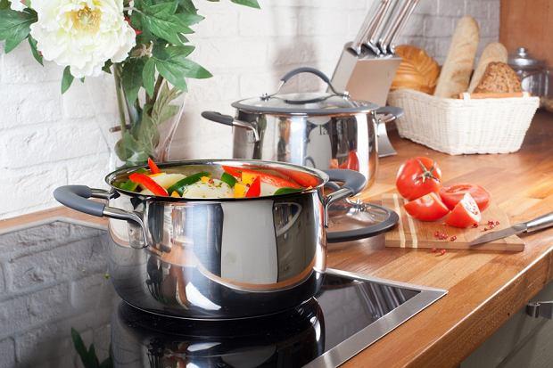 Garnki na kuchnię indukcyjną - jakie powinny być? Przegląd modeli