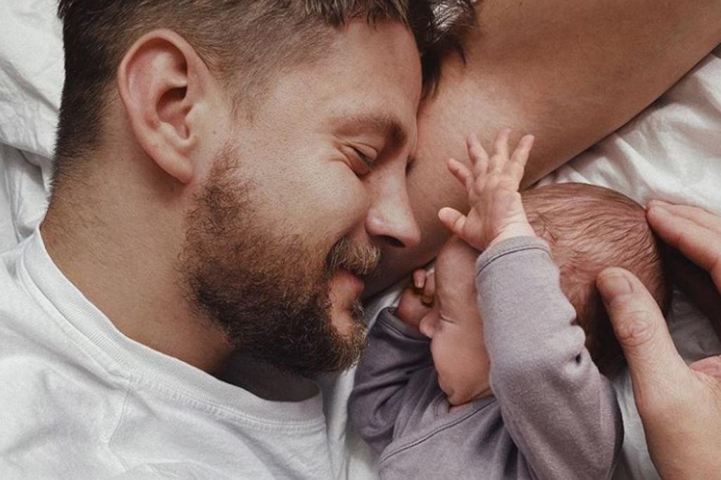 Sebastian Fabijański z synem