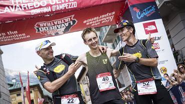Andy Symonds zwyciężył w 10. edycji 119 - kilometrowego ultramaratonu (prawie 6000 m przewyższenia) rozgrywanego w sercu włoskich Dolomitów. Na metę dotarł w rekordowym czasie 12 godzin, 15 minut i 6 sekund! Limit czasu na ukończenie całego wyścigu wynosił 30 godzin.