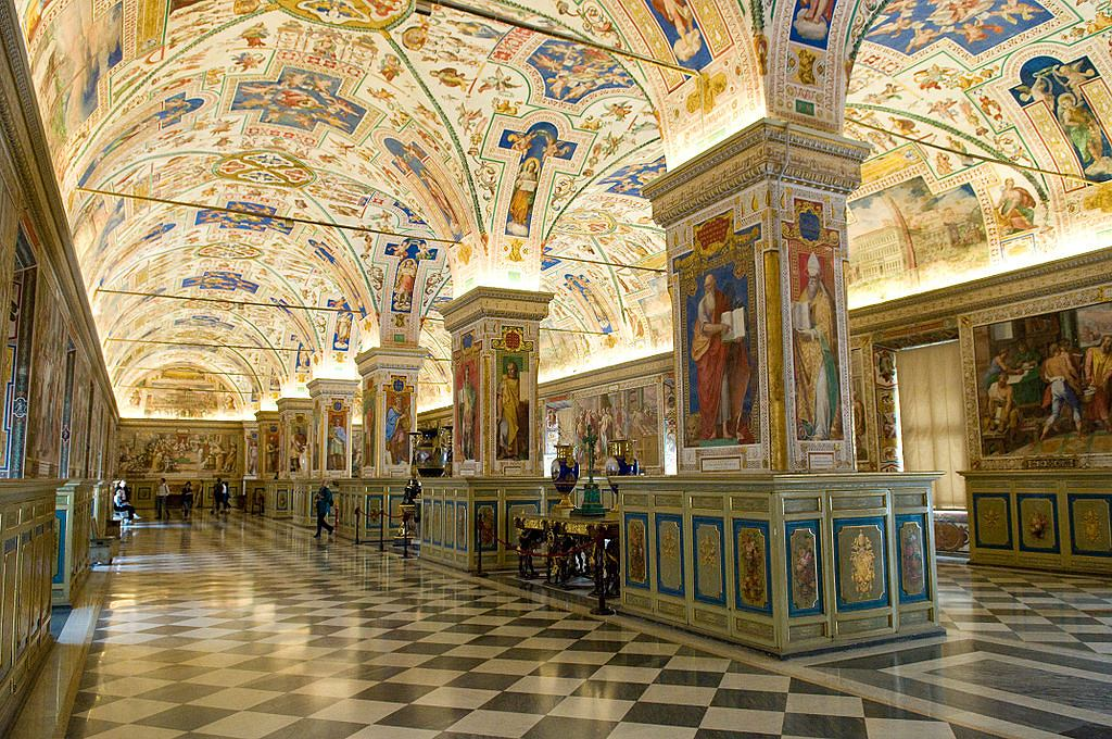 The Sistine Hall of the Vatican Library / Fot. Michal Osmenda, Wikimedia CC BY-SA 2.0.