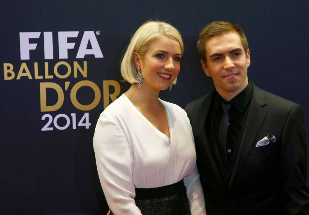 Germany's Philipp Lahm and his wife Claudia  (L) arrive on the red carpet for the FIFA Ballon d'Or 2014 soccer awards ceremony at the Kongresshaus in Zurich January 12, 2015.                   REUTERS/Arnd Wiegmann (SWITZERLAND  - Tags: SPORT SOCCER)   SLOWA KLUCZOWE: :rel:d:bm:LR2EB1C1DJ2KE