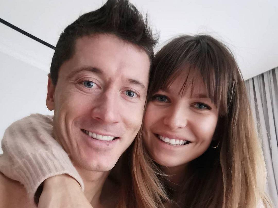 Anna Lewandowska i Robert Lewandowski tańczą w rytm romantycznej piosenki. Zakończenie układu szalone