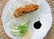 Cytrusowy łosoś na ryżowym chruście - ugotuj