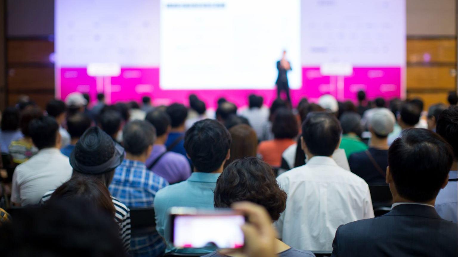 Wystąpienia coachów i mówców motywacyjnych przyciągają tłumy