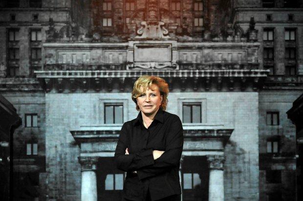 """Poproszę na propozycje stolek  ----- Przekazana wiadomość ----- Od: """"Natalia Chodan"""" <n.chodan@teatrpolonia.pl> Do: """"Dorota Wyzynska"""" <dorota.wyzynska@agora.pl> Wysłane: wtorek, 3 czerwiec 2014 12:30:35 Temat: Re: zdjęcia   A rozumiem przesyłam w takim razie z Danuty W. i z Białej bluzki to, co mamy. Może uda się coś wybrać. Proszę podpisać: materiały prasowe Teatru Polonia. Dziękuję bardzo.    Pozdrawiam        Natalia Chodań   ZDJĘCIE DO WKŁADKI: DLOWA Strony Lokalne Warszawa"""
