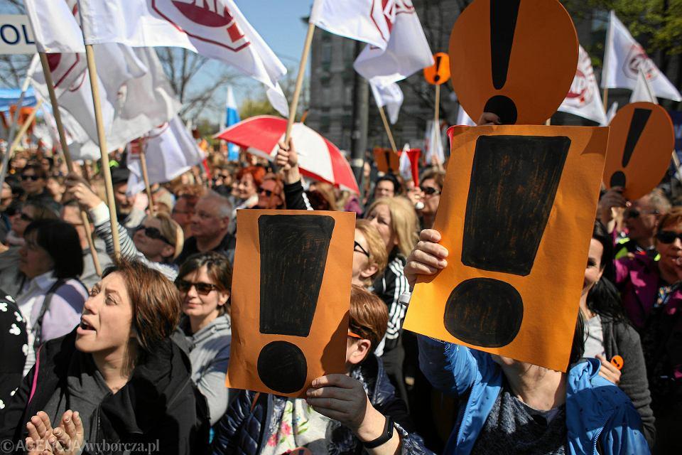 Ogólnopolski strajk nauczycieli. Manifestacja pod MEN. Warszawa, 24 kwietnia 2019