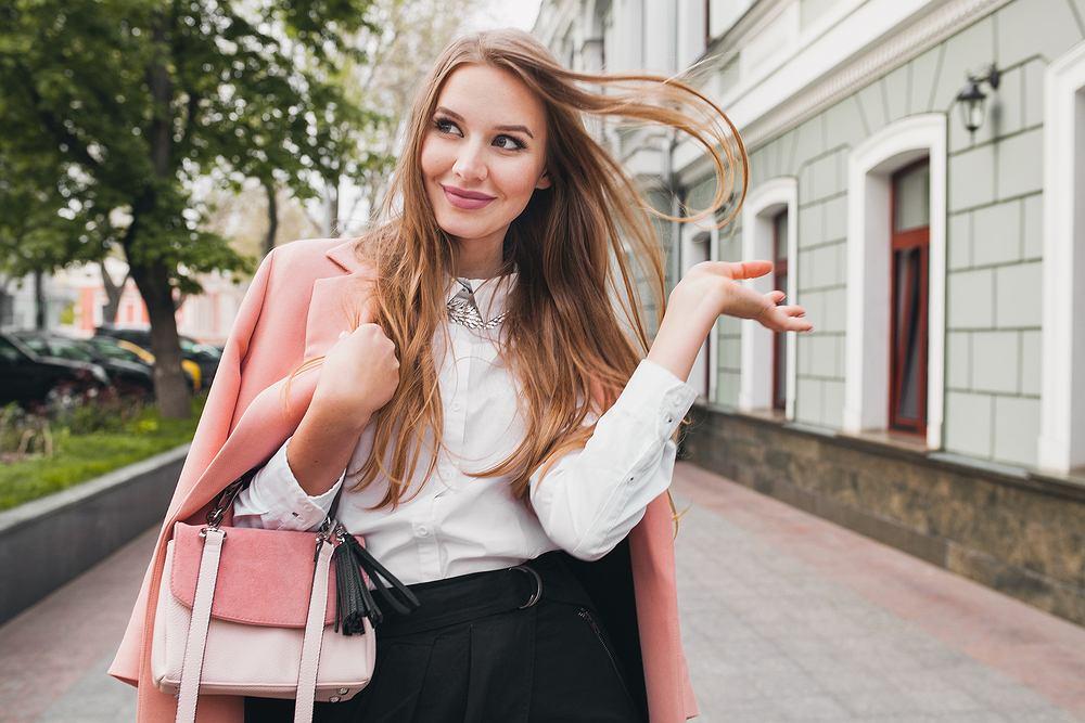 Modne torebki na sezon wiosna 2020. Oto największe hity, które kupicie w popularnych sieciówkach [trendy]
