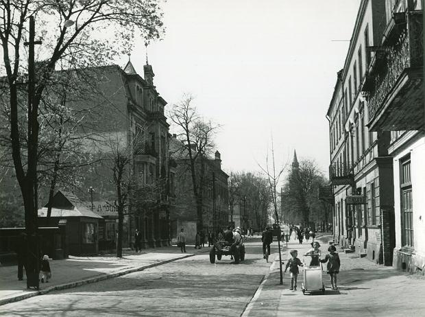Centrum Ełku w 1957 r. Wojna i rosyjska okupacja nie były w stanie zniszczyć oblicza miasta - pisał Skibowski