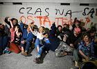 """""""Czas na sąd ostateczny"""" - napisali protestujący na elewacji Sejmu. Do sądu trafi 17 wniosków o ich ukaranie"""