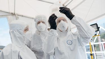 Pandemia koronawirusa. Punkt poboru wymazów do testów na obecność zakażenia COVID-19. Gdańsk, 27 kwietnia 2020