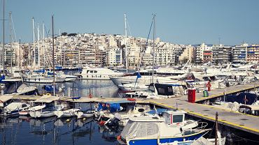 Grecja zabytki - port Pireus / Shutterstock
