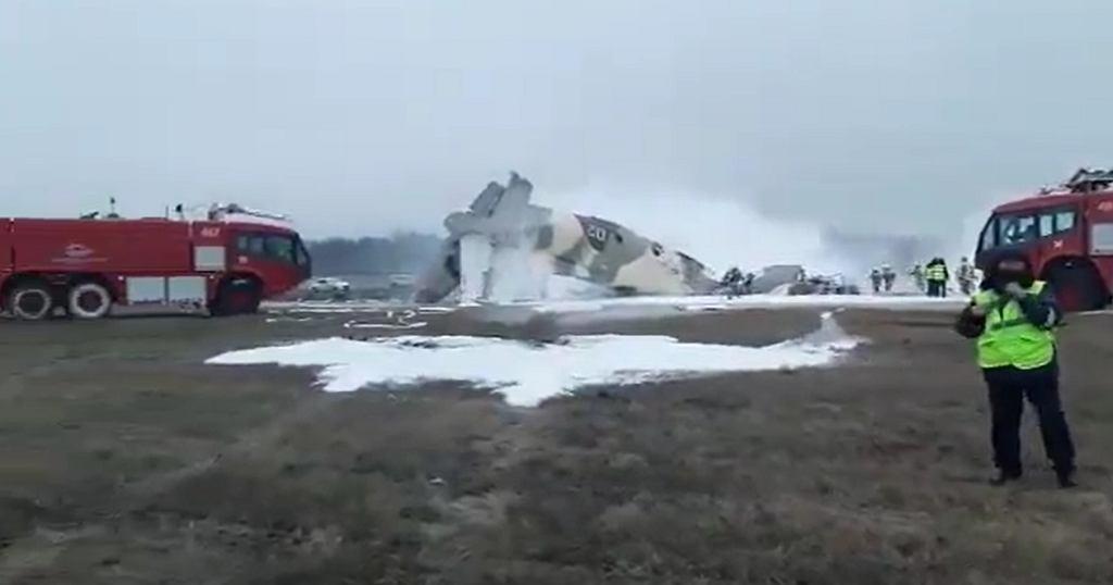 Wojskowy samolot transportowy AN-26 rozbił się w trakcie lądowania na lotnisku w Ałmatach