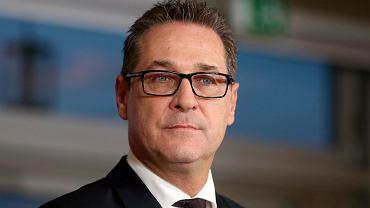 Wicekanclerz Austrii Heinz-Christian Strache ze skrajnie prawicowej Partii Wolnościowej podczas konferencji prasowej. Media ujawniły nagranie, na którym Strache obiecuje Rosjanom państwowe kontrakty w zamian za pieniądze na kampanię. Wiedeń, 16 grudnia 2017