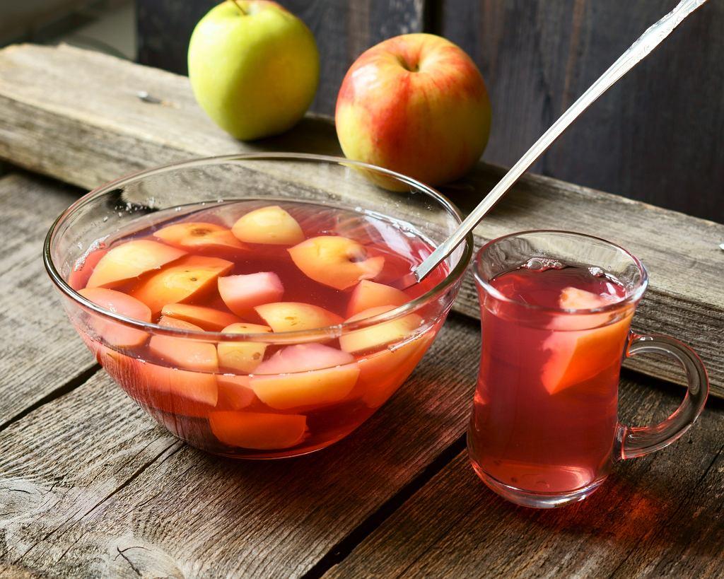 Kompot z jabłek będzie świetnie samkował na ciepło i na zimno