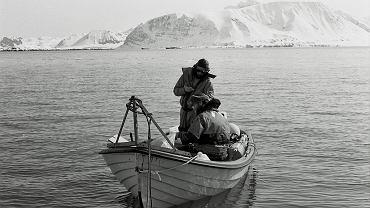 Hornsund, 1984-85 r. Plastikowa łódka, rosyjski silnik, kufajka i gumowy kombinezon - tak wyglądały badania w Hornsundzie przed epoką japońskich silników, hybrydowych łodzi i izotermicznych kombinezonów ratunkowych
