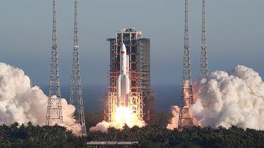 Start chińskiej rakiety Długi Marsz 5B