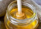 Dziś Światowy Dzień Pszczół. Mamy dla was garść przepisów na dania z miodem
