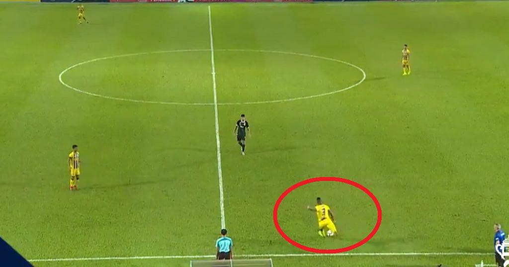 Herold Goulon strzelił genialnego gola