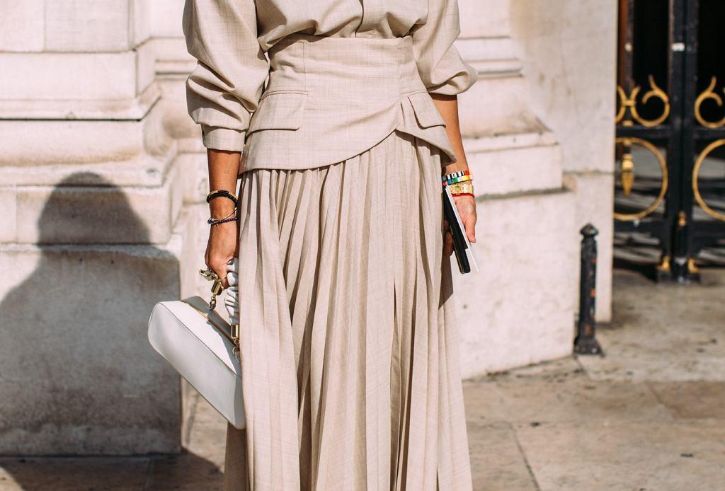 modne spódnice dla pań po 50