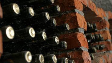 W chorwackich domach pija się wino własnej roboty. Prawo zezwala  każdemu nie tylko na wytwarzanie alkoholu, ale także na sprzedaż