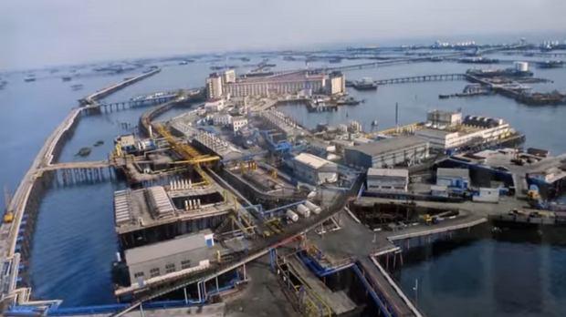 Miasto, którego nie widać na Mapach Google. Tysiące ludzi żyją na środku morza [ZDJĘCIA]