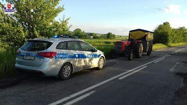 Pijany jechał traktorem. Wiózł konia