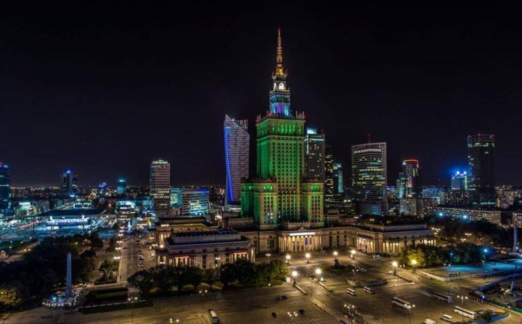 Pałac Kultury i Nauki podświetlony na zielono