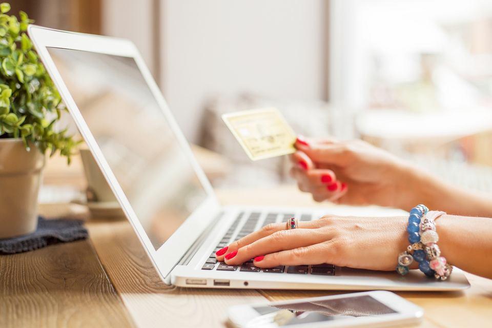 Zakupy przez Internet są szybkie i bezpieczne.