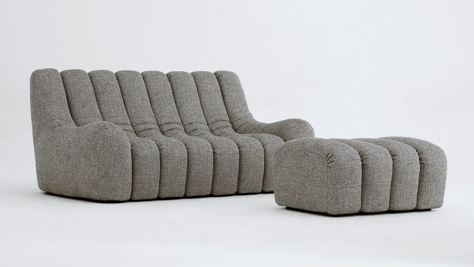 Sofa i pufa z kolekcji Wadi.