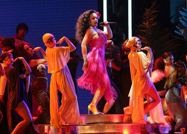 Rihanna gra ''Wild Thoughts'. 60. gala rozdania nagród Grammy. Nowy Jork, Madison Square Garden, 28 stycznia 2018