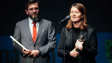 Gala Pomorskich Sztormów. Przedstawiciele ECS - Patrycja Medowska i Paweł Golak, odbierają nagrodę w kategorii Inwestycja Roku