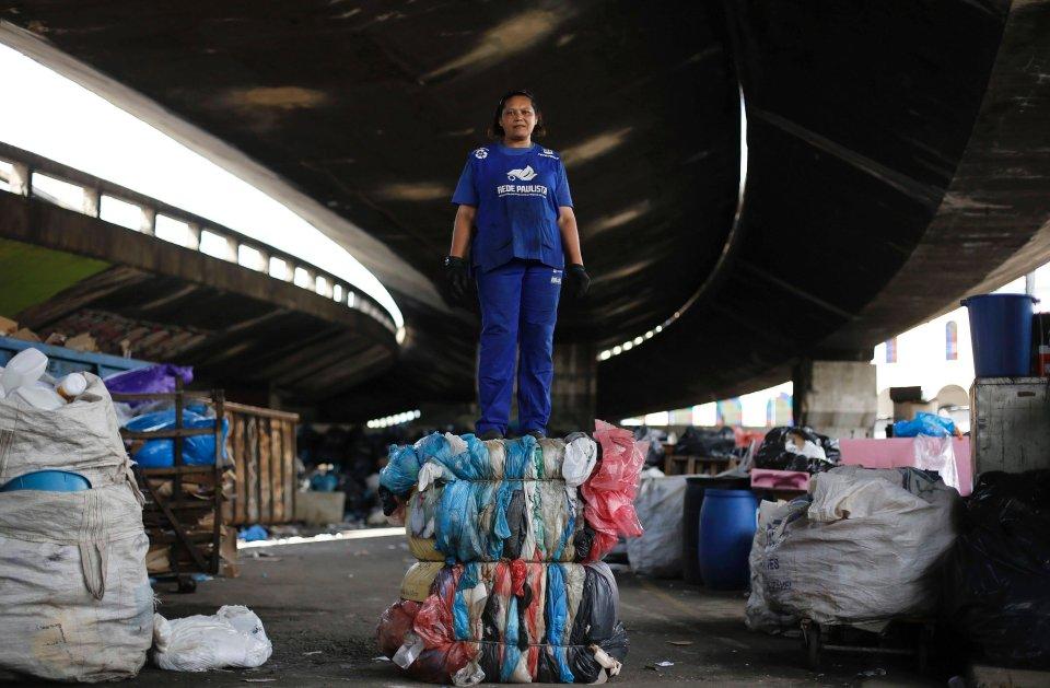 Brazylia generuje 250.000 ton odpadów dziennie, w tym miasto Sao Paulo blisko 19.000 ton. Pod wiaduktem Glicerio pracownicy znani jako