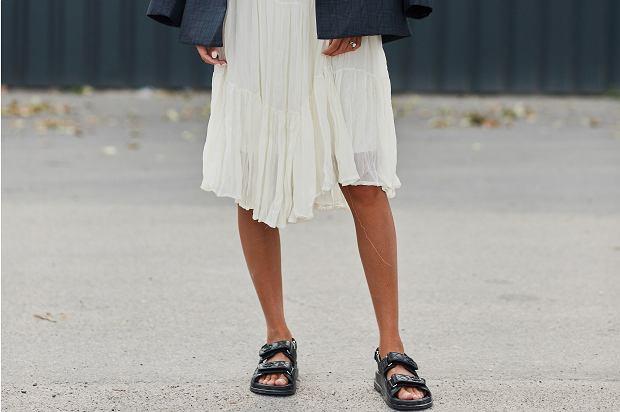 Kobiety zwariowały na punkcie tych butów! Choć są płaskie, to genialnie wydłużają nogi. Gdzie je kupić? Oto 12 modeli polskiej marki