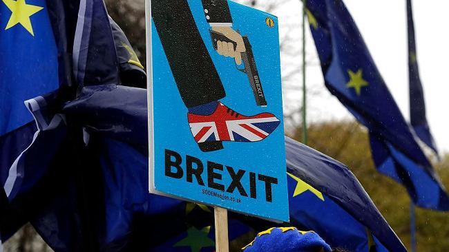 Brexit. Wyciekł tajny rządowy raport. W Wielkiej Brytanii może zabraknąć leków, żywności i paliwa