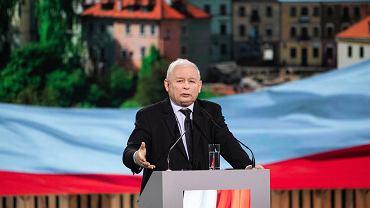 24.06.2020 Lublin . Targi Lubelskie . Prezes Prawa i Sprawiedliwości Jarosław Kaczyński (C) podczas Konwencji Forum Młodych Prawa i Sprawiedliwości .
