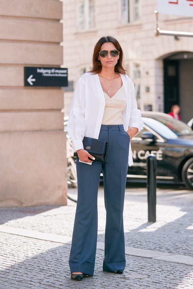 Te eleganckie spodnie powinna mieć w szafie każda kobieta po 50-tce! TOP 18 modeli, które kochają Polki