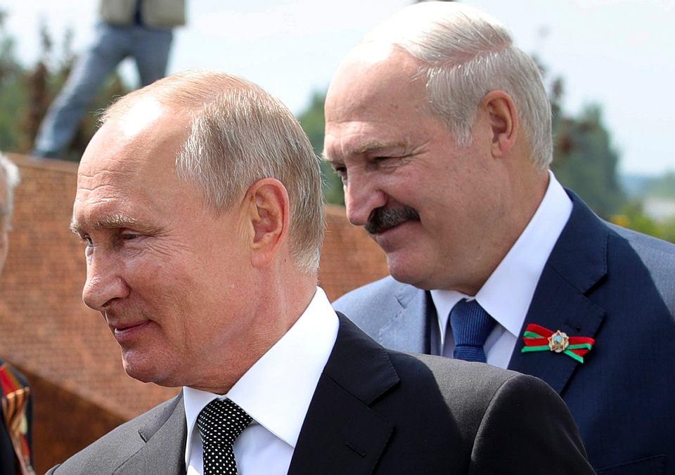 Prezydenci Rosji i Białorusi Władimir Putin i Aleksander Łukaszenka na spotkaniu z weteranami II Wojny Światowej, 30 czerwca 2020 r.