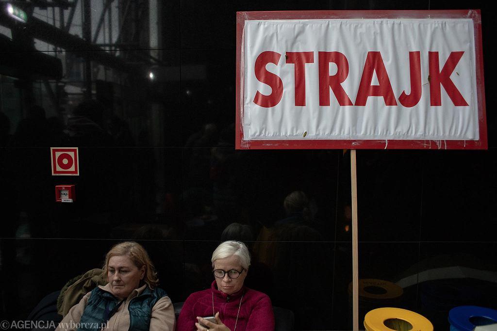 5 dzień strajku w Locie. Warszawa, siedziba PLL Lot, 23 października 2018