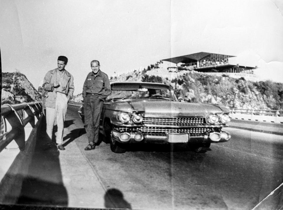 Mirosław Ikonowicz (po lewej) z Ryszardem Badowskim na Via Blanca w Hawanie, 1965 r.