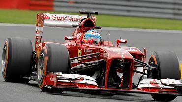 Fernando Alonso i jego bolid na treningu przed GP Belgii