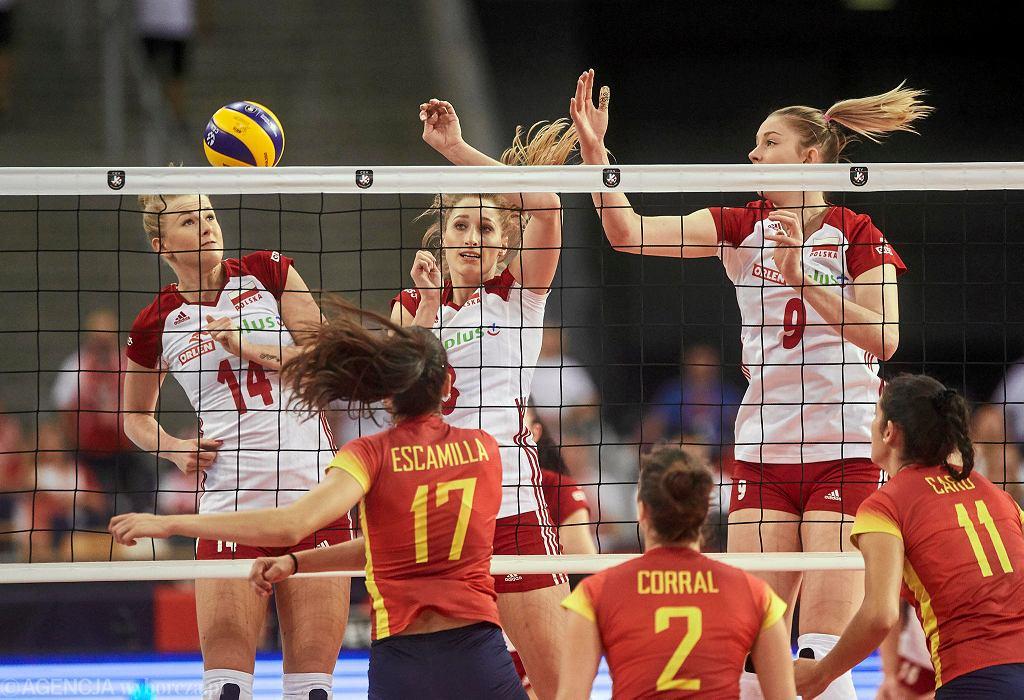 Joanna Wołosz (14), Klaudia Alagierska i Magdalena Stysiak w meczu Polski z Hiszpanią