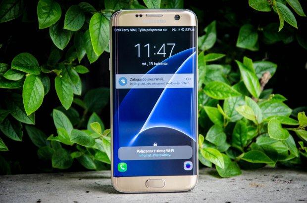 Zakrzywiony ekran w Galaxy S7 Edge to piękny i mało użyteczny gadżet, który bardziej przeszkadza niż pomaga