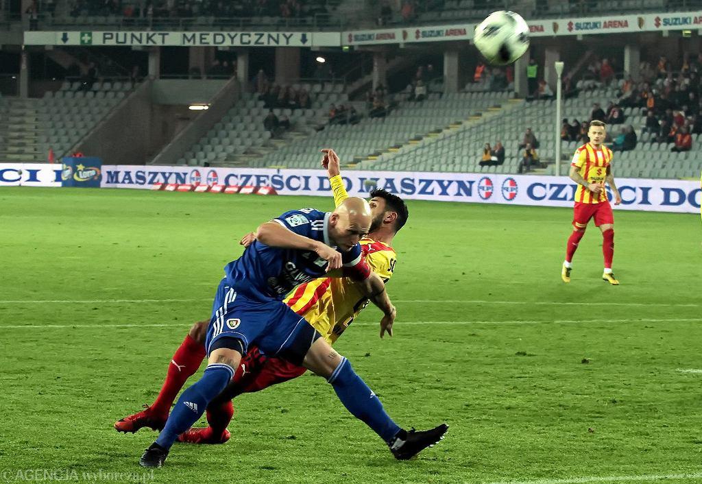 Elia Soriano i Jakub Czerwiński podczas meczu Korona Kielce - Piast Gliwice 1:0