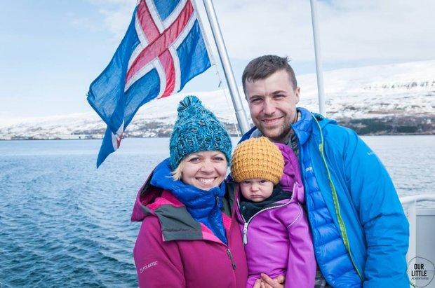 Karolina, Mario i Mania podczas podróży po Islandii.